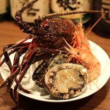 市場から仕入れる新鮮な魚介類。