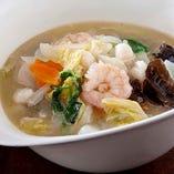 季節野菜海鮮湯麺