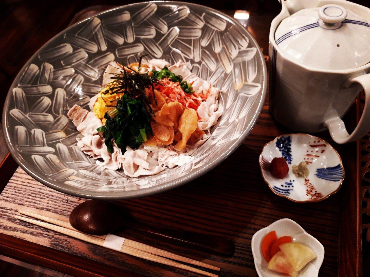 ■人気ランチメニューの「安楽丼」