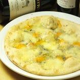 クアトロ フォルマッジ(4種チーズのピッツァ)