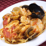 ペスカトーラ 魚介(海老、イカ、貝)のトマトソース