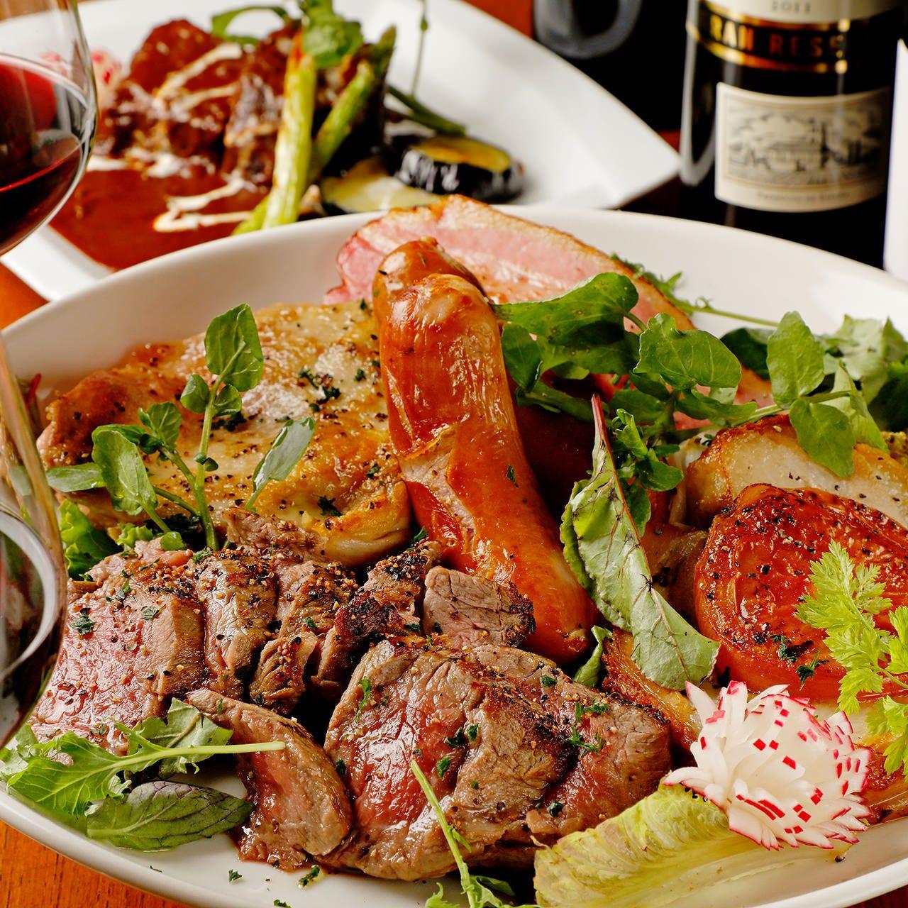 自慢の熟成肉や鶏香草グリルが揃う「豪華トスカーナコース」