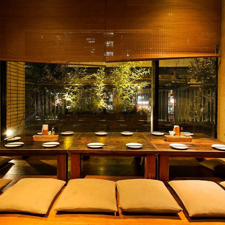 イタリアの和の庭園を眺められる座敷席は12名様~個室利用可能