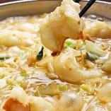 もつ鍋「白」は白味噌仕立ての美味しさ