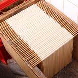 自家製麺を丸1日寝かせて熟成 50年守り続けた伝統の製法