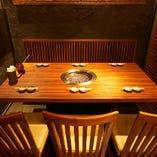 5~12名様まで座れる半個室のテーブル席。個室にもなります。