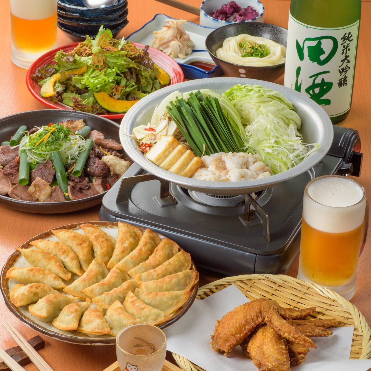 イチオシのもつ治4,000円(税込)コースで福島の名物料理を堪能