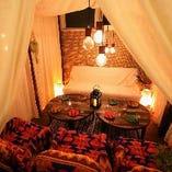 人気のソファ個室は予約がオススメ♪チーズとお肉の創作料理豊富