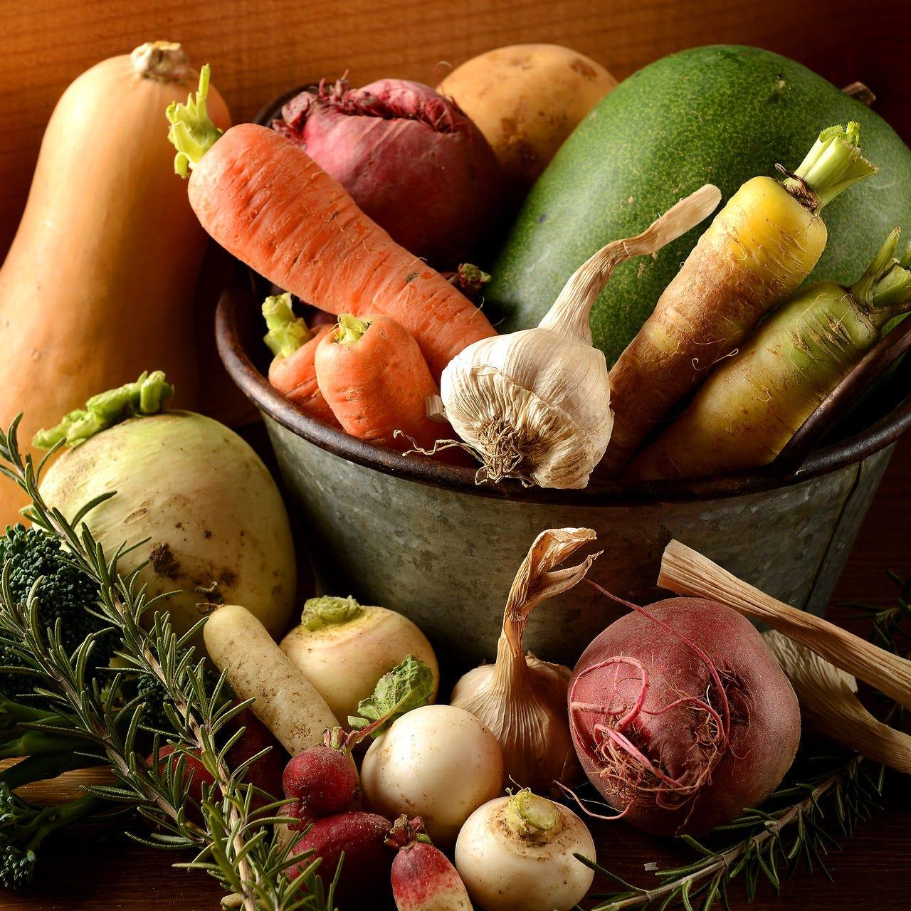 自家農園で手掛ける10~20種類の旬菜