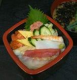 平日限定ランチ 海鮮チラシ、味噌汁付き