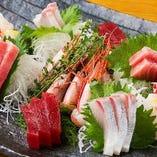 間違いないプロの目利き。素材味が愉しめる朝獲れ鮮魚刺身盛り◎