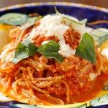 自慢のトマトソースとモッツャレラのノルマ風