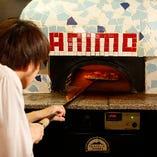 500℃の石窯で焼くピッツァ!本場の味をご堪能ください
