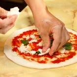 生地を楽しむナポリピッツァ!南イタリア伝統の味を忠実に再現!
