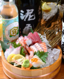 赤字覚悟の鮮魚刺身の桶盛り♪注文率の非常に高い商品です☆