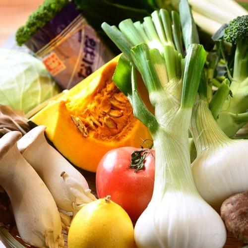 地元の八百屋さんから仕入れている新鮮なお野菜の数々♪