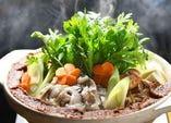 極上根付きせりの鍋や、濃厚味噌の鮟鱇鍋は未体験の美味しさ