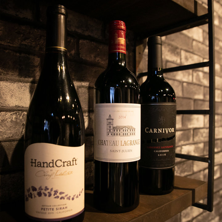 当店の焼肉と相性の良いワインを厳選して取り揃えております。