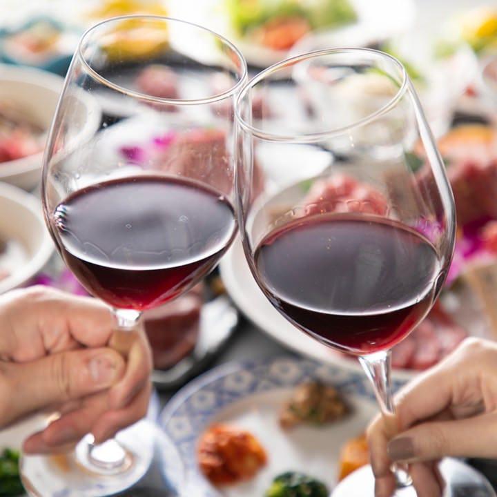 お洒落空間で和牛とワインのマリアージュをご堪能ください。