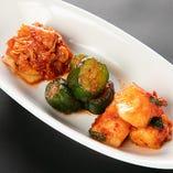 自家製のキムチは、厳選した国産野菜のみを使用して時間をかけてじっくりと仕上げたひと品。