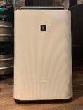 店内には加湿と空気清浄機能を備えた加湿器を設置しております。
