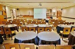 【セミナー&会議】60名様 テーブル有 写真①