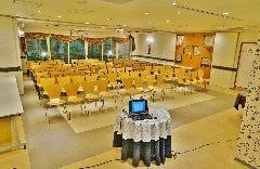 【セミナー&会議】84名様 テーブル無し 写真②