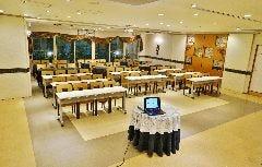 【セミナー&会議】60名様 テーブル有 写真②