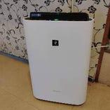 空気清浄機を2台設置しております。