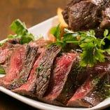 【肉好き集まれ!】 骨付きラムや牛肉のタリアータに鶏や豚まで