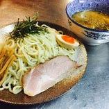 つけ麺は動物系、魚介系のwスープ使用! 一度ご賞味あれ!