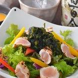 炙り鶏ささみと野菜のサラダ