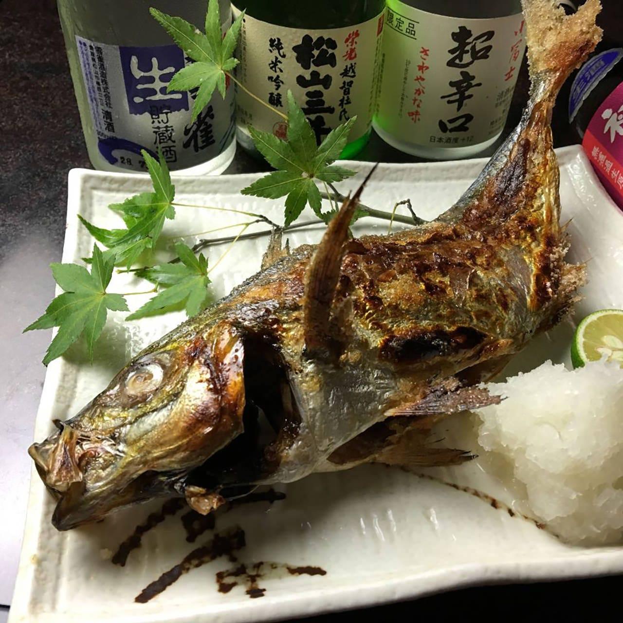その日仕入れた魚を用意するので、内容は日によって変化します。