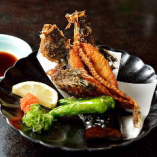 カラッと揚げたお魚は骨まで全部楽しめます。