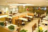 広々とした店内でカフェタイムがのんびり楽しめます♪
