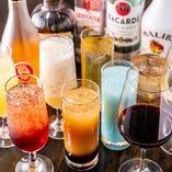 飲み放題にはワインやハイボール、トロピカルカクテルなどが含まれます