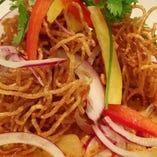 通好みのランチ「マサマンカレー カオソイ」。タイ北部の名物カレーラーメンをマサマンカレーでアレンジ
