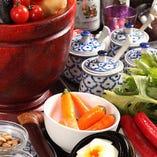 タイで本場の味を習得した今野シェフが、現地の食材や調理法にこだわった本物の味を提供しています
