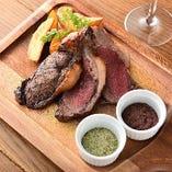 【肉料理】 ワイン片手に楽しみたいガッツリ肉が多数