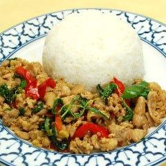 挽肉のピリ辛バジル炒めとご飯