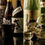 焼酎はグラスで700円よりご用意しており、ボトルは4,000円から。