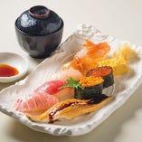 【極上にぎり 10貫盛】その日おすすめの鮮魚を使ったバラエティ豊かな10貫盛りです。