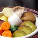 季節の野菜の蒸し物バーニャカウダソースで 野菜の味が濃い