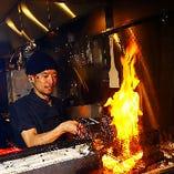 17年修行した焼師が培った勘により、鶏肉の種類や各部位それぞれを絶妙な火加減で美味しく焼き上げます