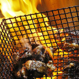 熟練の焼師が絶妙な火加減で焼き上げる、比内地鶏と名古屋コーチンの炙り炭火焼きは言うまでもなく絶品