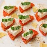 フルーツトマトとクリームチーズのカプレーゼ