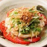 おぼろ豆富とトマトの胡麻サラダ
