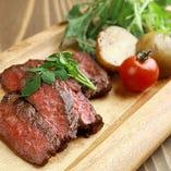 お肉料理もございます!