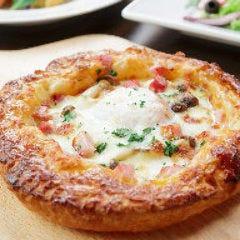 ベーコンとトロトロ半熟卵のパイッツァ