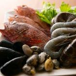 関西圏の高級店・有名店にも食材を卸す、東部市場『丸晶』さんから、新鮮な魚介を仕入れます